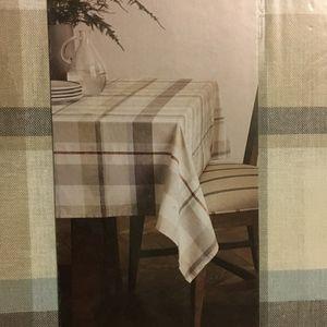 NEW IN PACKAGE - NEW Ellen Degeneres Tablecloth
